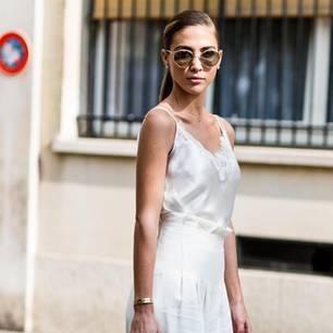 Frau trägt Designer-Teile