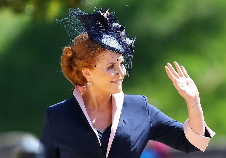 Dass sie dabei ist, ist eine Überraschung.Sarah Ferguson, besser bekannt als Fergie, ist die Ex-Frau von Harrys Onkel Prinz Andrew und galt immer als schwarzes Schaf der Familie.