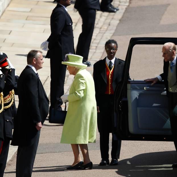 Die Queen und Prinz Philip erreichen die Kapelle.