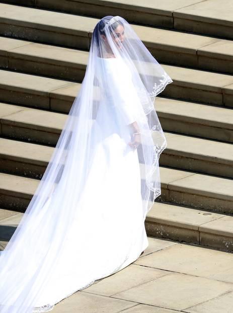 Ihr Kleid ist von der britischen DesignerinClare Waight Keller.