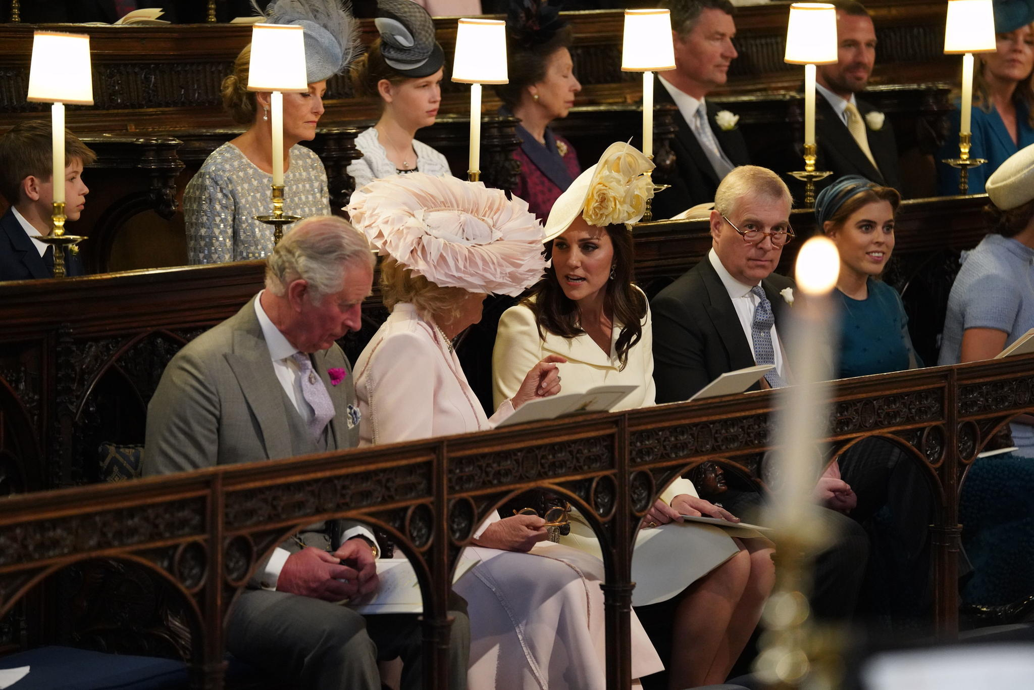 Kate und Camilla unterhalten sich angeregt.