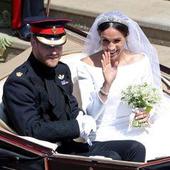 Eine halbe Stunde lang fahren Harry und Meghan mit der Kutsche durch Windsor.