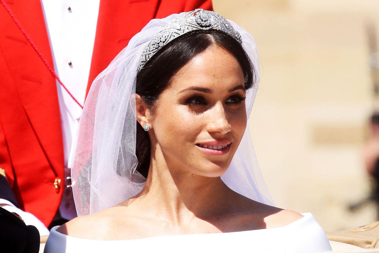 Ein Traum in Weiß! Das müsst ihr über Meghans Brautkleid wissen