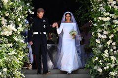 Meghan in einem Hochzeitskleid von Givenchy