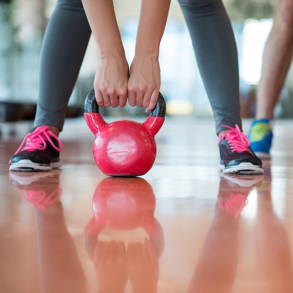 Kettlebell: Frauen beim Training