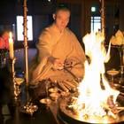 Japan: Ein Mönch beim Feuerritual