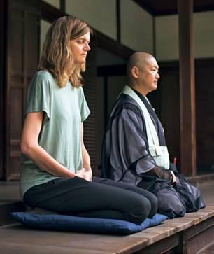 Japan: Unsere Reporterin bei der Zen-Meditation