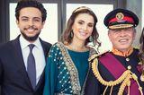Prinz Hussein ist der älteste Sohn vonKönig Abdullah und Königin Rania von Jordanien und wird eines tages den Thron von seinemVater erben.Zusätzliches Goodie für seine Zukünftige: Mama Rania gilt als die stilsicherste Royal weltweit - und vielleicht darf sich ihre zukünftige Schwiegertochter ja das ein oder andere Mal an ihrem Kleiderschrank bedienen?