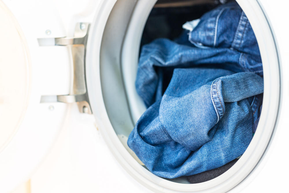 Jeans waschen: darauf müsst ihr achten brigitte.de