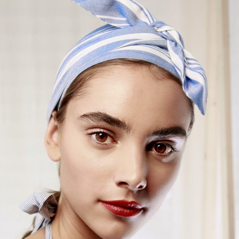 Frisuren bei Hitze: So charmant kann ein Haarband sein!