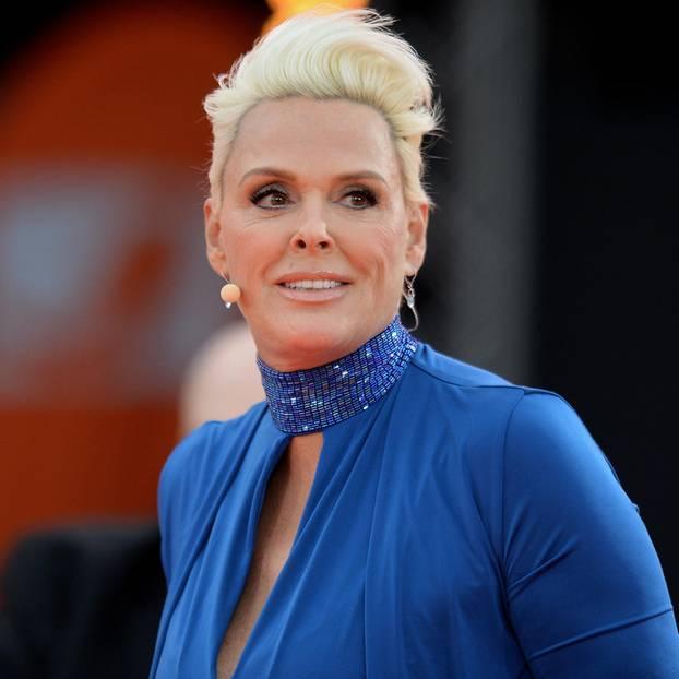 Was für eine Überraschung: Der dänische Weltstar Brigitte Nielsen (54) ist schwanger! Mit ihren 54 Jahren erwartet sie ihr fünftes Kind.Brigitte Nielsenist seit 2006 mit dem 15 Jahre jüngeren Mattia Dessi verheiratet. Es ist ihre fünfte Ehe.
