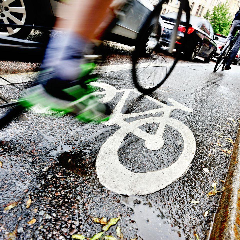Fahrrad-Verkehrsregeln: Rad beim Beschleunigen