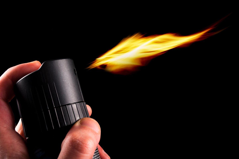 Frau jagt Spinne mit Feuerzeug und Haarspray – Garage abgefackelt