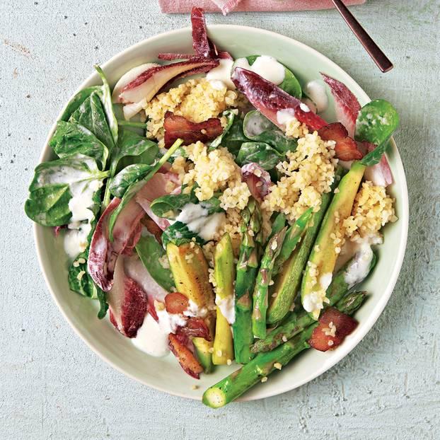 Spinatsalat mit Bulgur & Spargel