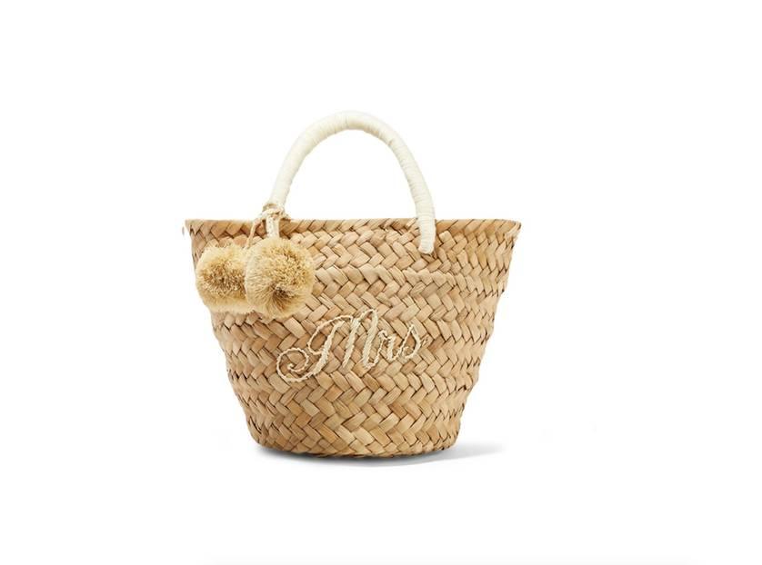 Kleine Korbtasche aus gewebtem Stroh mit Stickereien und Pompons. Von Kayu, erhältlich über Net-a-Porter für circa 105 Euro.