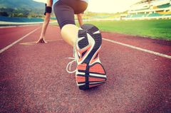 Intervalltraining: Läuferin beim Sprint