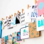 Zitate zur Geburt: Karten an der Wand