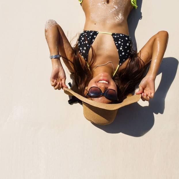 Sommergewinnspiel 2018: Frau im Bikini am Strand