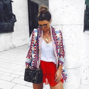 Leinen-Blazer getragen von Farina Opoku