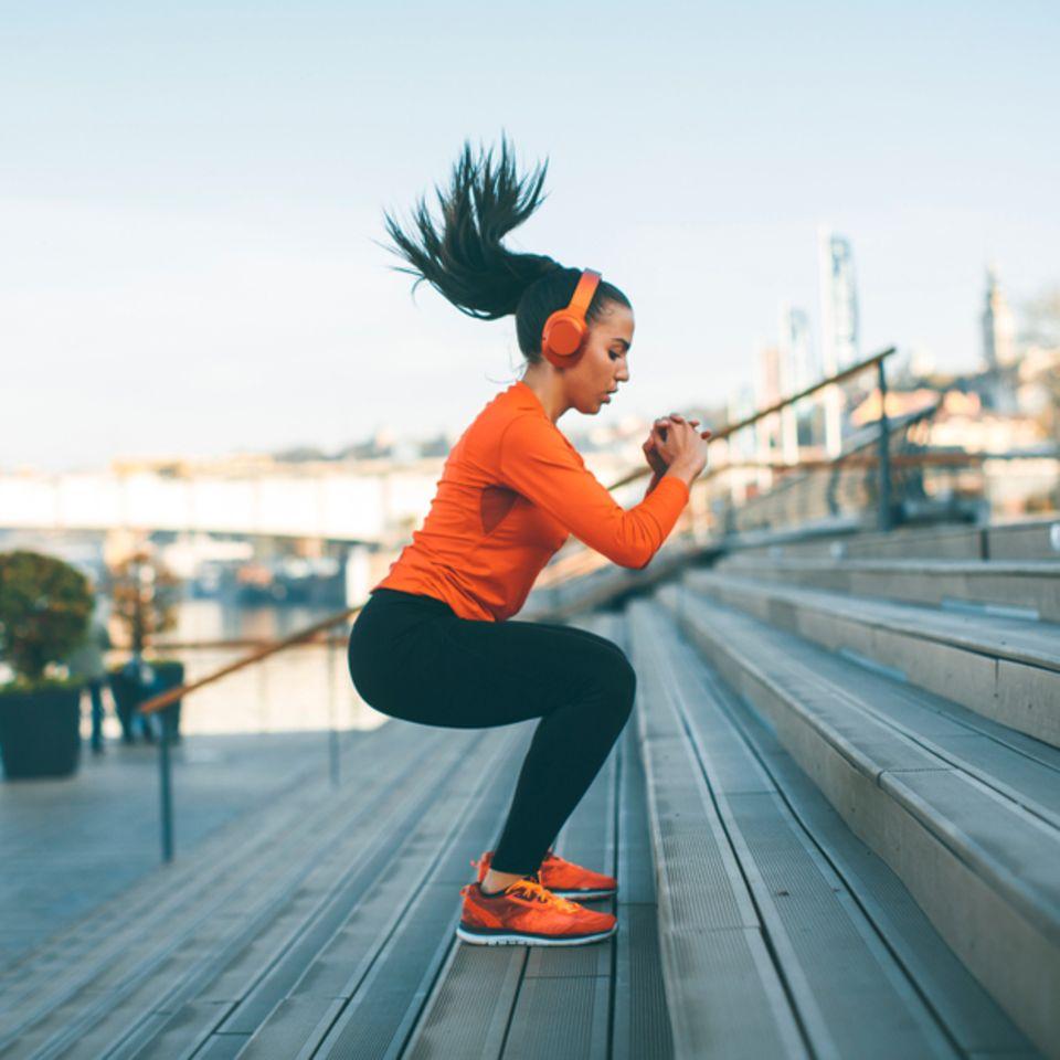 Workout: Frau trainiert für Ausdauer
