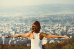 Workout für straffe Arme: Frau nach Training