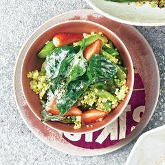 Hirse-Bowl mit grünem Spargel & Spinat-Joghurt