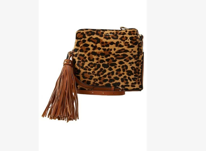 Umhängetasche mit großer Quaste und Leoparden-Muster. Erhältlich über Zalando, um 45 Euro.