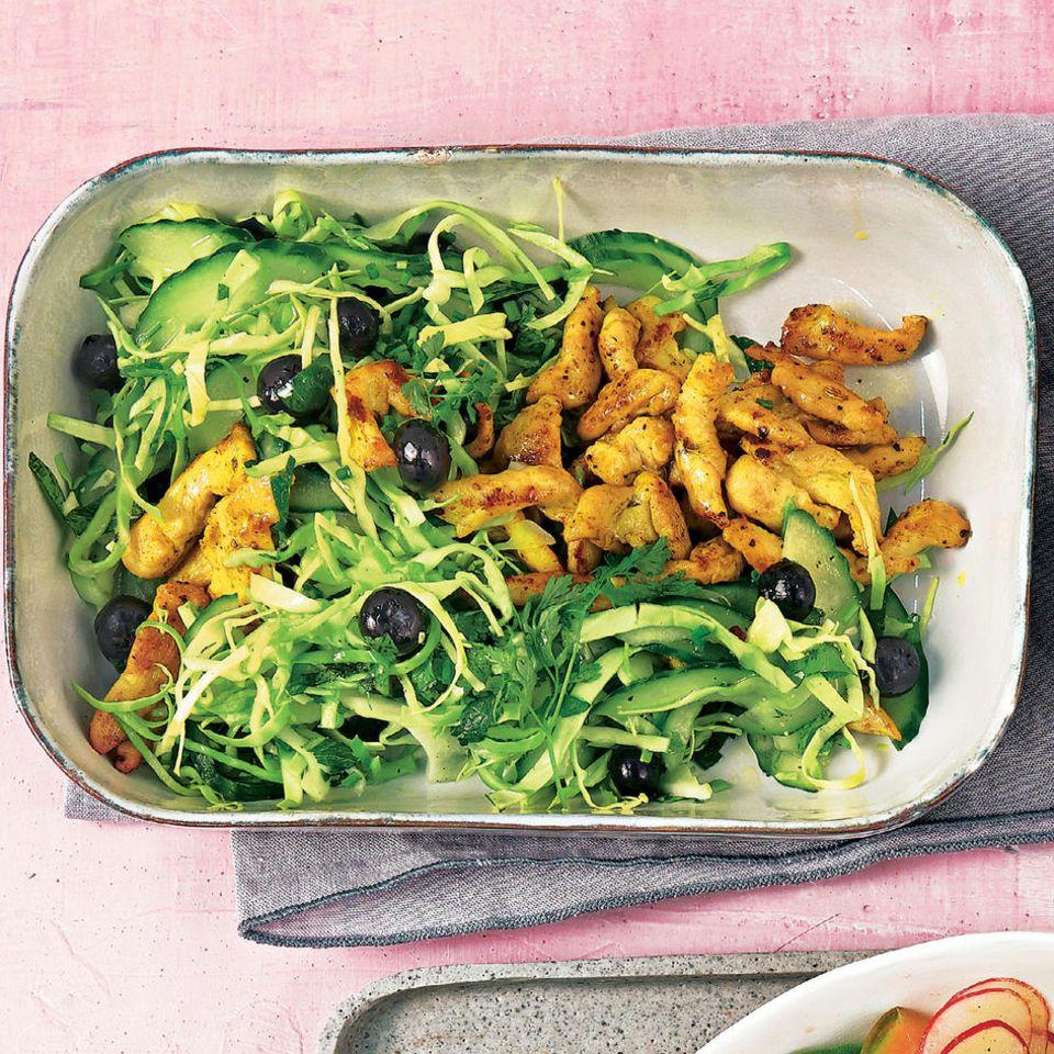 Spitzkohl-Salat mit Gyros & Avocado-Kartoffel-Dip