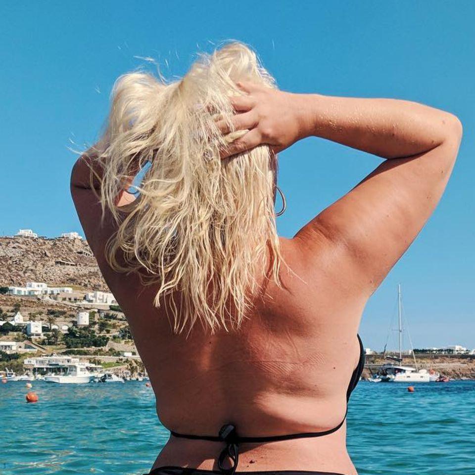 Felicity Hayward: Curvy Model reagiert perfekt auf fiese Sprüche