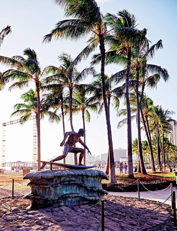 Hawaii Reisetipps: Bronzeskulptur von Surf-Ikone Duke Kahanamoku