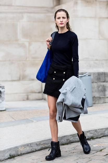 Sommer-Streetstyles: Tweed-Rock und Basic-Shirt