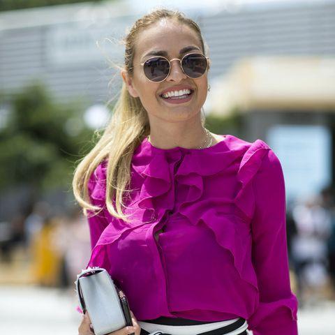 Sommer-Streetstyles: Bloggerin mit lila Bluse