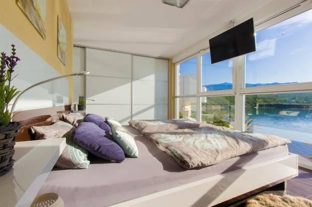 Cathy Hummels Airbnb Villa
