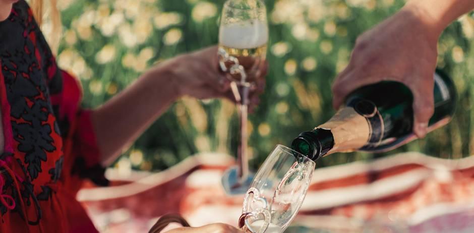Ein Gläschen Champagner? Klar, gönn' dir, Schätzchen!