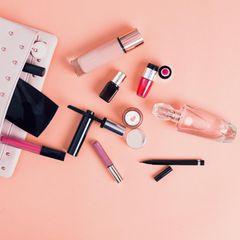 Beauty-Neuheiten: Make-up-Tasche mit Kosmetik