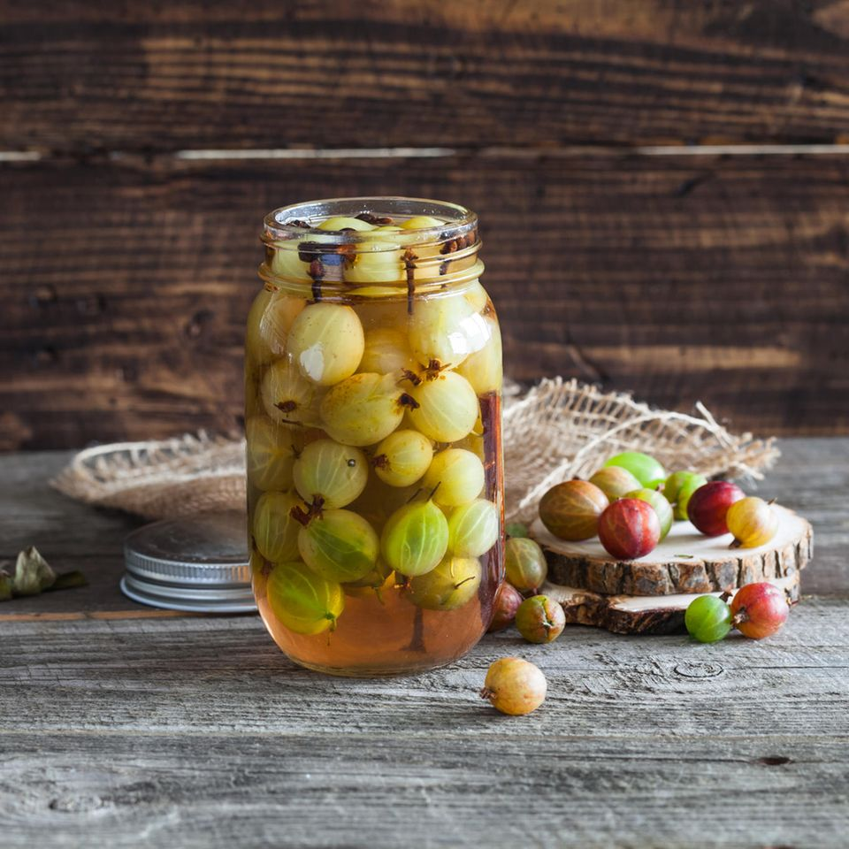 Stachelbeeren einkochen: Stachelbeeren im Glas