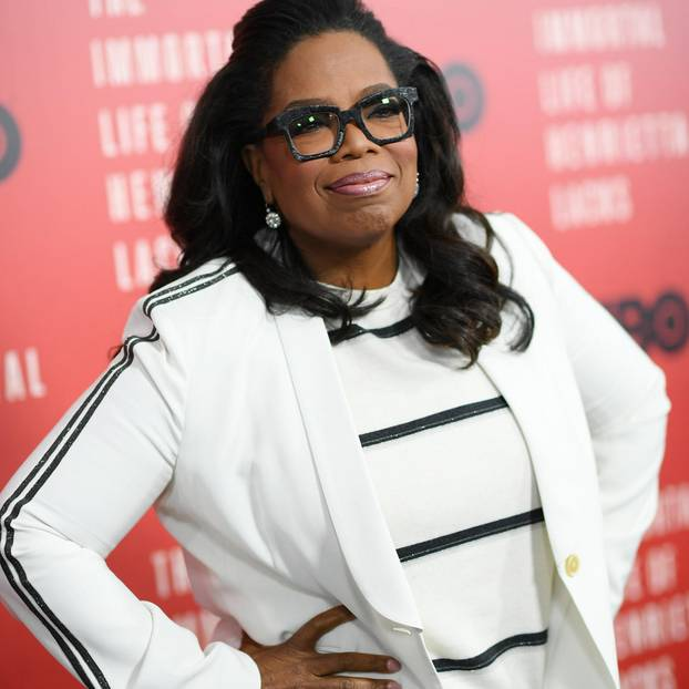 Oprah Winfrey reichen hingegen schon fünf Stunden Schlaf, um so richtig durchzustarten. Sie schläft meistens nicht vor 2 Uhr nachts und wacht zwischen 7:00 und 7:30 Uhr morgens ganz von alleine wieder auf. Beneidenswert ..