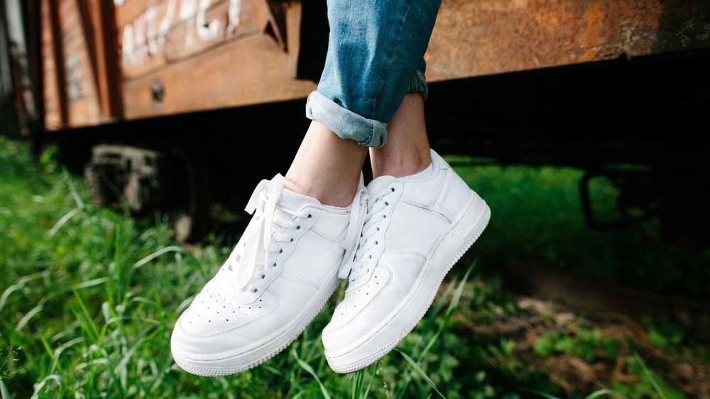 Cremes, Pasten und Co: Was Schuhe zum Glänzen bringt help