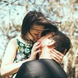 Welche Sternzeichen harmonieren beim Küssen?