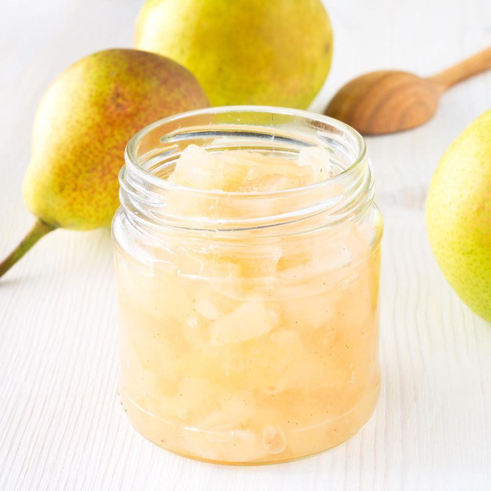 Birnen einkochen: Eingekochte Birnen im Glas