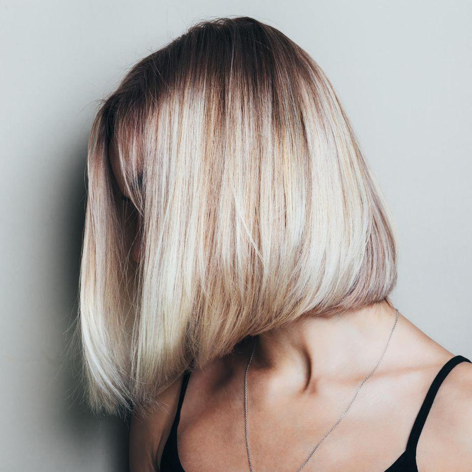 Haarfehler: Frau mit blondem Bob