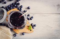 Heidelbeermarmelade: Blaubeermarmelade im Glas