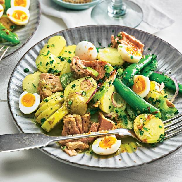 Kartoffelsalat mit Wachteleiern und Thunfisch