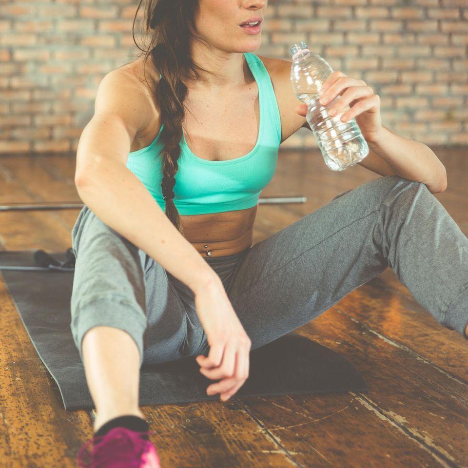 Diese 5 Fitness-Fehler solltest du NACH dem Sport auf keinen Fall machen!