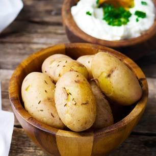 Kartoffeln roh essen – darf man das?