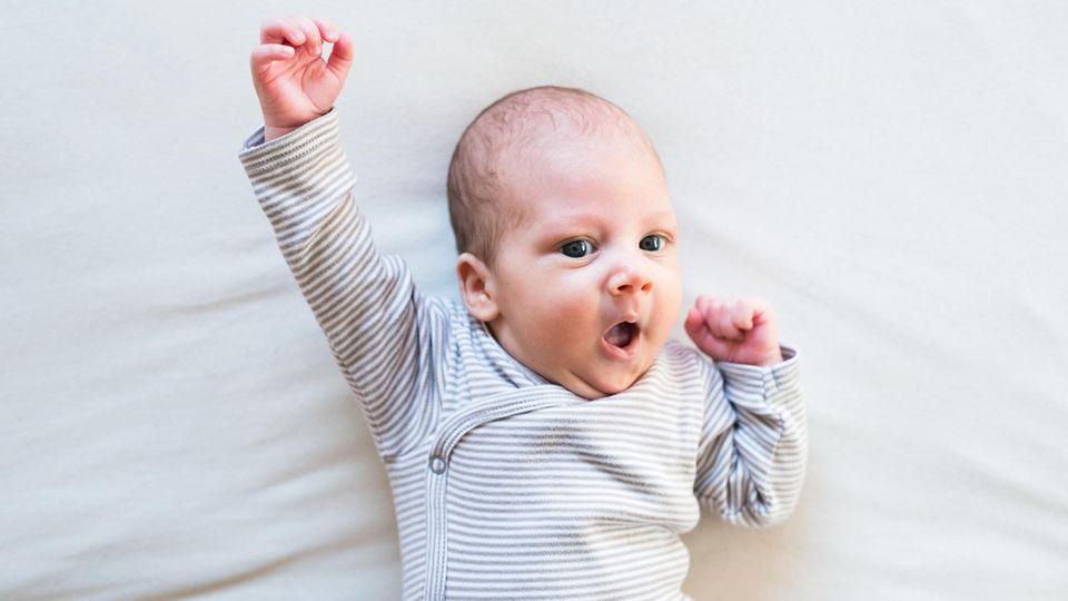 Lange Vornamen: Ein süßes Baby im Strampler