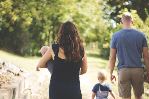 Sind Erziehungsprobleme Beziehungsprobleme? Familie in der Natur