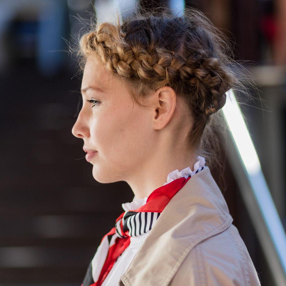 Oktoberfest-Frisuren 2019: Haarkranz flechten