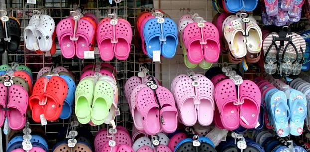 Crocs mit Absatz: Crocs im Laden