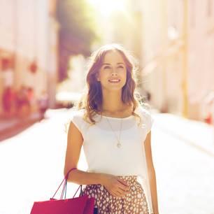 Menschen mit Stil: Frau mit Handtasche